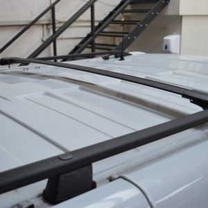 Renault Trafic Black Aluminium Wing Bars / Cross Bars (Pair with feet and fixings)